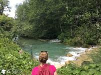 Vecchio attraversamento sul fiume Elsa, immerso nella natura