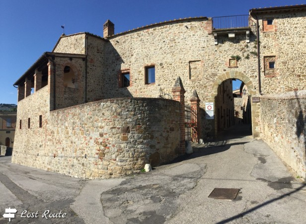Entrata a San Gusmé, via della Porta
