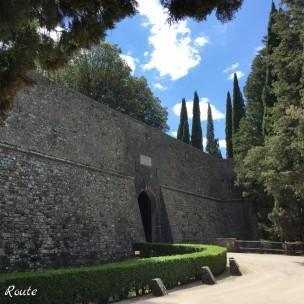L'ingresso nelle mura del castello