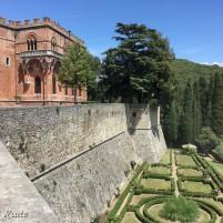 Parte del Castello di Brolio e il giardino all'italiana