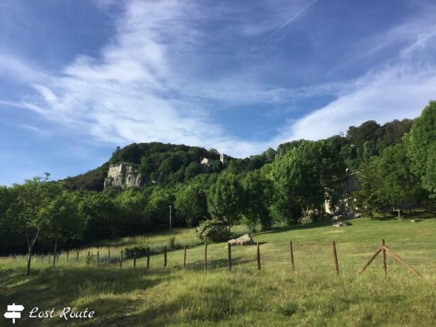 Il Santuario della Verna, costruito sulle rocce, visto da lontano