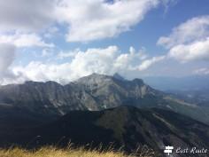 Panorama dalla vetta del Monte Sumbra. Dietro il Tambura 1895m, svetta il Pisanino, con i suoi 1946m