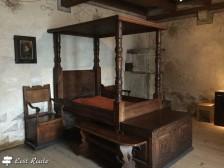 Camera da letto nel Castello di Chillon, Veytaux, Grand Tour of Switzerland