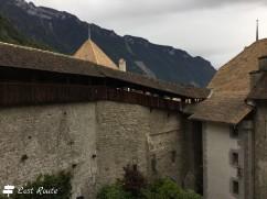 Camminamento coperto lungo le mura del Castello di Chillon, Veytaux, Grand Tour of Switzerland