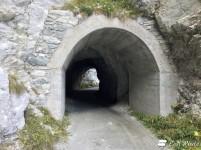 Galleria lungo la passeggiata intorno al Lago di Dix, Valais, Grand Tour of Switzerland