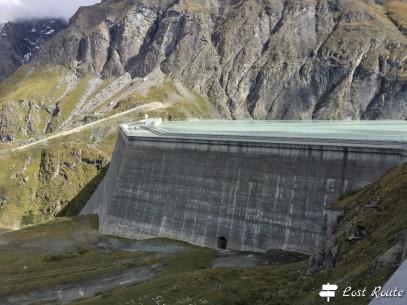 Il coronamento della Diga Dixence, e il Lago di Dix dietro, Valais, Grand Tour of Switzerland