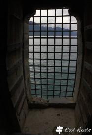 Inferriata sul Lago Lemano, dentro il Castello di Chillon, Veytaux, Grand Tour of Switzerland