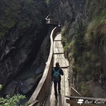 Michele lungo la Gorner Gorge, Zermatt, Valais, Grand Tour of Switzerland