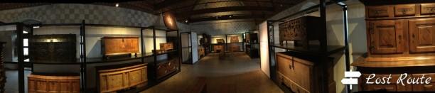 Panoramica dell'esposizione di bauli d'epoca, utilizzati nel Castello di Chillon, Veytaux, Grand Tour of Switzerland
