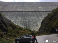 Un break sotto la Diga Dixence, Valais, Grand Tour of Switzerland