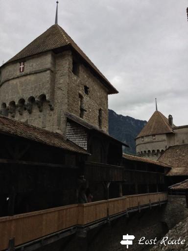 Una torre ed il camminamento sottostante nel Castello di Chillon, Veytaux, Grand Tour of Switzerland