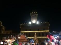 Il Mercatino di Natale sotto al Palazzo Comunale di Montepulciano, Siena, Toscana