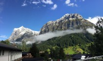 Il Wetterhorn, 3692 mt, a sinistra, ed il Mattenberg, 3050 mt, Grindelwald, Berna, Grand Tour of Switzerland