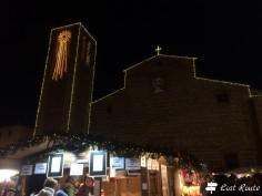 Il Duomo in Piazza Grande a Montepulciano, addobbato a festa durante il Natale, Siena, Toscana