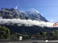 La stazione dei treni sotto al monte Eiger, Grindelwald, Berna, Grand Tour of Switzerland