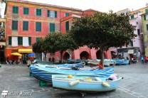 Imbarcazioni 'parcheggiate' in Piazza Marconi, Vernazza, Cinque Terre, Liguria