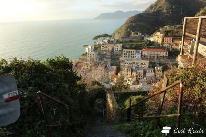 La discesa a Riomaggiore lungo il sentiero 593V, Cinque Terre, Liguria