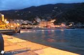 La spiaggia di Monterosso al calar del sole, Cinque Terre, Liguria